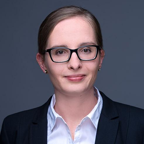 Portrait Rechtsanwältin Melanie Schmitt B.A. von der Kanzlei Pauly Rechtsanwälte Köln
